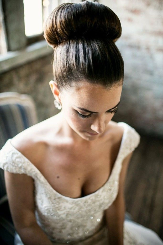 Wedding Hairstyles :   Illustration   Description   simple long wedding hairstyle with topknot bun    -Read More –   - #WeddingHairstyle https://adlmag.net/2017/12/26/wedding-hairstyles-simple-long-wedding-hairstyle-with-topknot-bun/