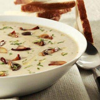 Benodigdheden 1 kuipje Boursin Cuisine Knoflook & Fijne kruiden 3/4 l vleesbouillon 3 sjalotjes 20 g boter 300 g paddenstoelen naar keuze 1/2 bosje pl