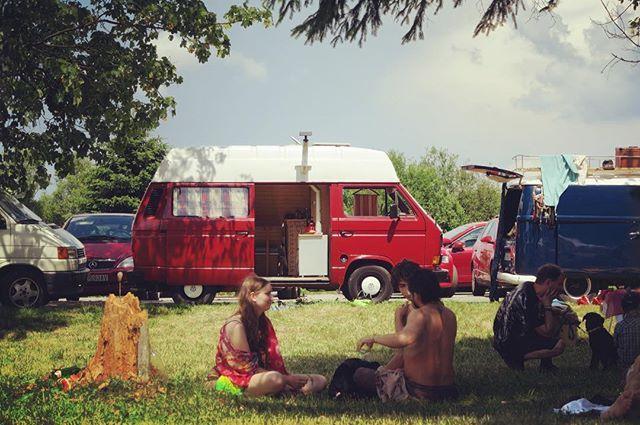 Zrodena na cesty. Zohreje, nepremokne, ochrani pred vetrom. Vyrobene na Liptove  W H I T E D O G t r a v e l W R A P www.whitedog.sk  #camping #bus #busdrive #kemping #kempovanie #piknik #nature #canong7x #priroda #slovensko #slovakia #pureslovakia #thisisslovakia #hippie #insta_svk #drienok #mosovce #dnescestujem #cestujeme #dnesmilujem #moj #svet #igdaily #ig_worldclub #ig_europe #ig_slovakia
