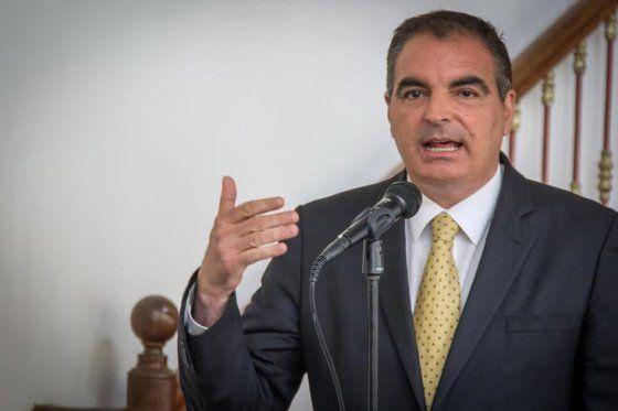 El Ministro del Interior Aurelio Iragorri asegurando que no habrá fraudes en las elecciones. Su objetivo es transmitir confianza.