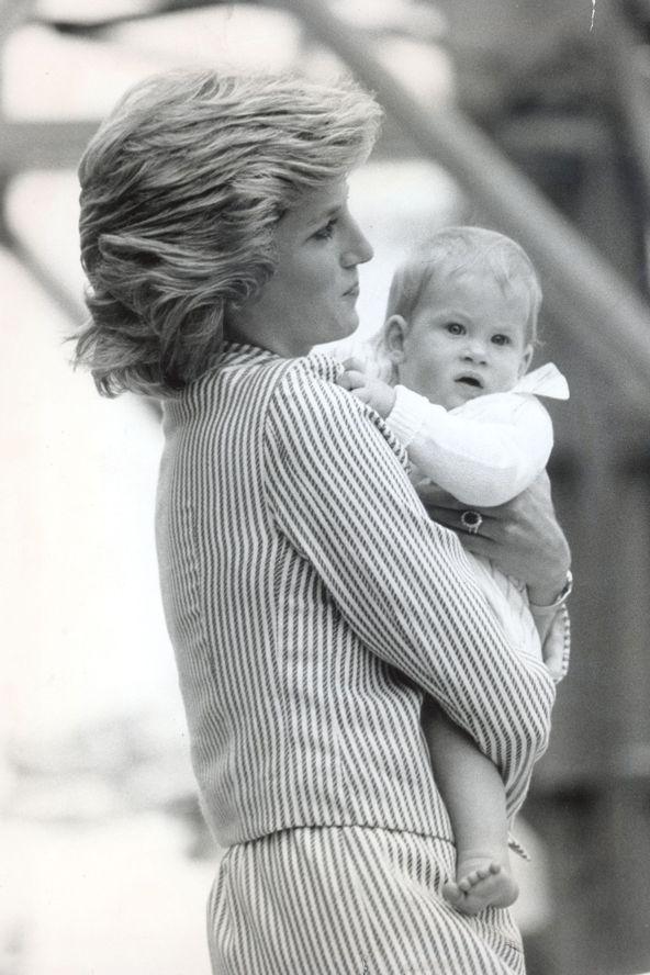 Vilmos és Harry herceg írtó cuki gyerekkori fotói - GLAMOUR Online