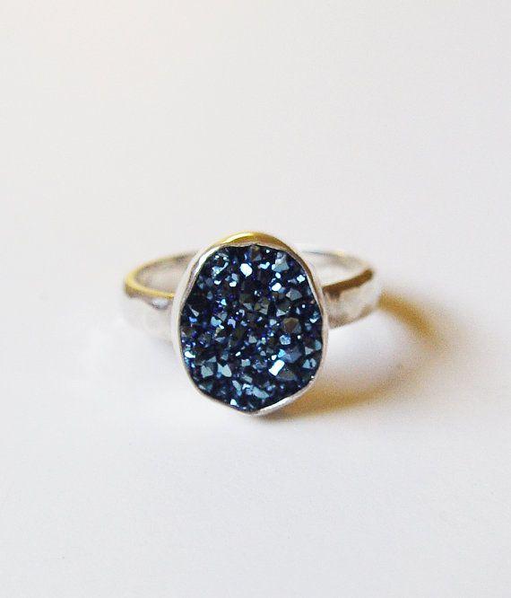 Bague en cristal bleu titane OOAK en argent par friedasophie                                                                                                                                                      Plus