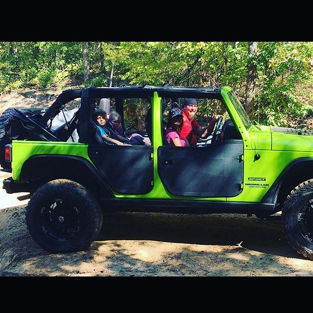 Now that's a family photo @ #gulchesorvpark love them#puckerfactoroffroad #tenfactory #moog #warn #smittybilt #mopar #jeep #jeepjk #jeepwrangler #poisonspydercustoms #besttop #goodyear #mtrs