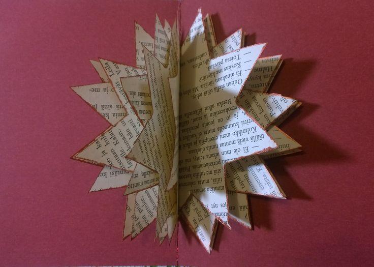 Joulukortti vanhasta kirjasta. Tähti ommeltu koneella korttipohjaan. Sakaroiden reunat tuputettu metallivärillä.