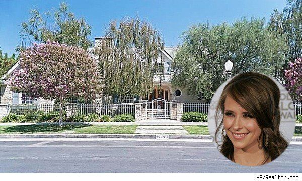 Jennifer Love Hewitt Lists 2 California Homes House Of The Day