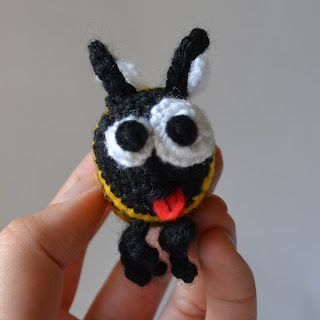 Kim Lapsley Crochets: Worker Bee - free pattern and photo tutorial
