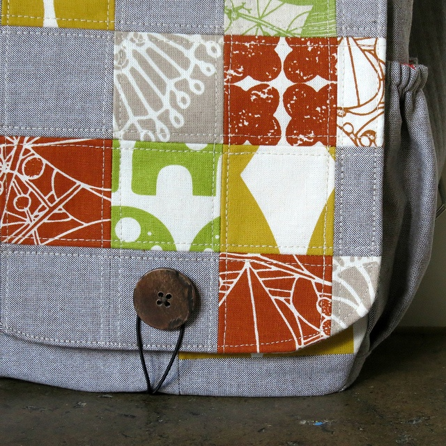Bag by Beth (yellowhousedays) from Umbrella Prints Trimmings 2012.     (using bag pattern by Michelle Patterns)  http://www.umbrellaprints.blogspot.com.au/