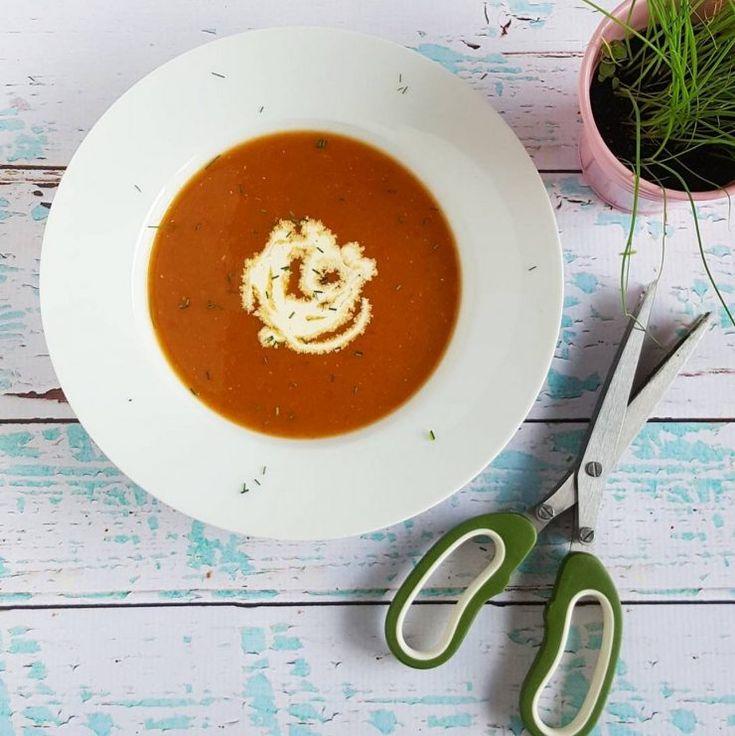 Soep van rode biet en paprika - dit soepje heeft een prachtige kleur en is super gezond! Zeker eens proberen deze bietensoep met rode paprika!
