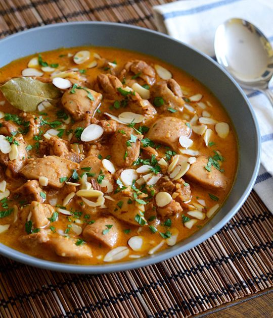 Easy Chicken Korma - Okay, seriously, EVERYONE needs to try this recipe. I don't care if you've never had Indian food. This is BY FAR the best recipe I've found on Pinterest, possibly even on the entire internet.