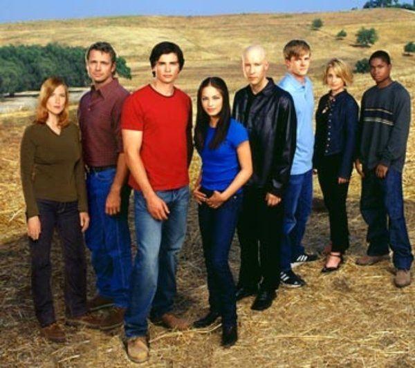 Annette O'Toole, John Schneider, Tom Welling, Kristin Kreuk, Michael Rosenbaum, Eric Johnson, Allison Mack, and Sam Jones III in Smallville picture #28 of 29