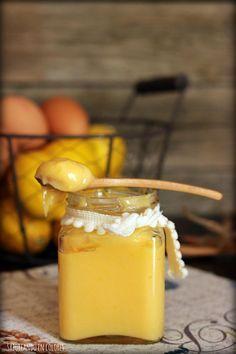 Lemon curd es una crema de limón que se utiliza, sobre todo en Inglaterra, para rellenar tartas, galletas, para untar en las tostadas, para decorar postres... ¿Te lo vas a perder?