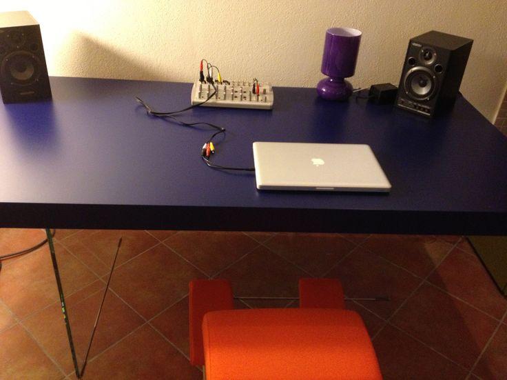 Ciao sono Carla e vendo questo tavolo Air, design Lago, 2006. Un tavolo che inverte l'ordine dei fattori: leggerezza estrema nelle strutture portanti, in cristallo trasparente e fisicità piena del ...