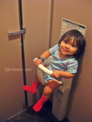 WOW!!  Baby holder in a restroom Mamas can go to the bathroom without having to hold active infant?!: Babies, Bridesmaid Dresses, International Airports, Awesome Ideas, Activities Infants, Cool Ideas, Bathroom, Baby Holders, Kid