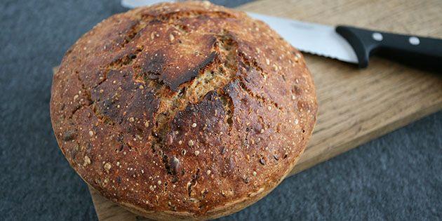 Dejligt grydebrød, der er er lavet med en masse frø og kerner samt groft mel, som giver en god smag.
