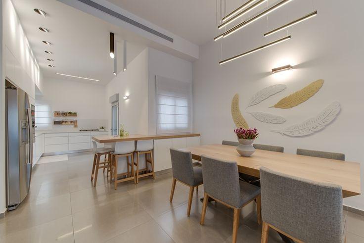 אחרי שנתיים של תכנונים וגיבושי קונספט, תוכנית העיצוב החדשה של הבית סוף כל סוף יצאה לפועל עם מטבח לבן ונקי, פינת אוכל מקורית ומצעי במבוק בחדר השינה