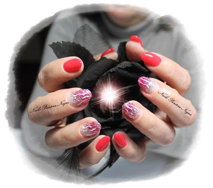 Unhas em Gel em cor Red com nail art feita á mão #paint#gliters#silver#