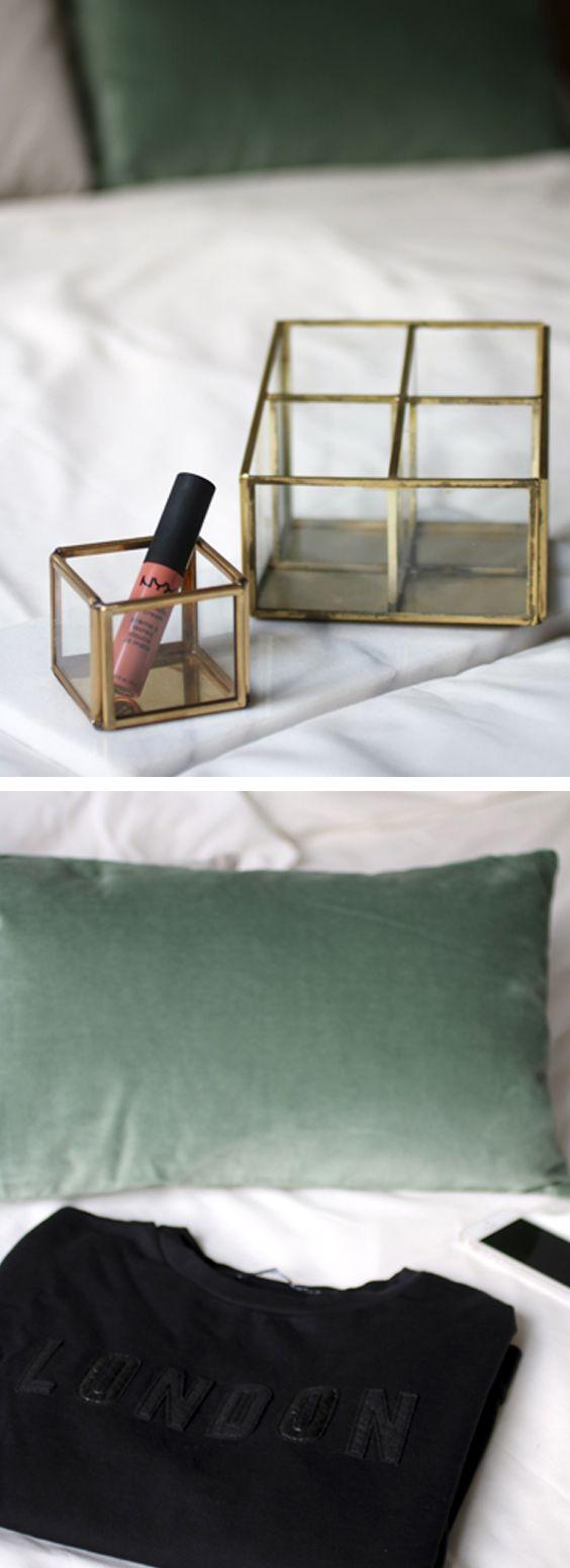 Waxinelichthoudertje – H&M Home | NYX Soft Matte Lip Cream in kleur Stockholm – Douglas | Pennenbakje – Sissy Boy | Trui – Costes