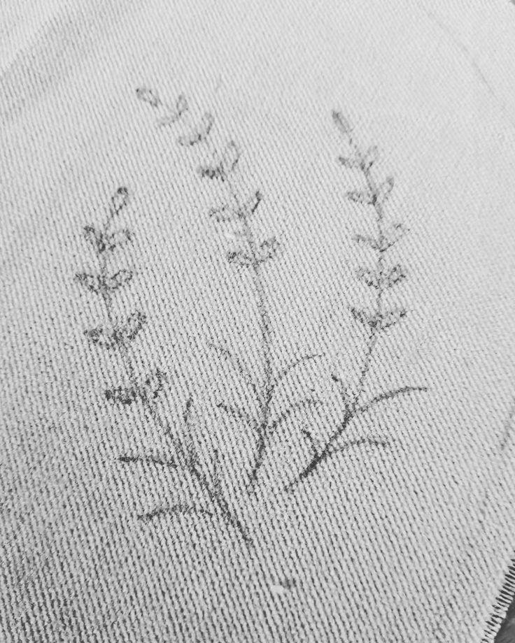 """28 curtidas, 1 comentários - Um Pontinho (@umpontinhobordados) no Instagram: """"Riscos... ❤❤❤#umpontinho #risco #bordado #embroidery #bordadolivre #feitoamao #handmade #handbags…"""""""