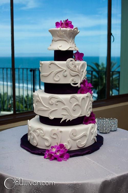 AMAZING wedding cake! via Southasian Bride