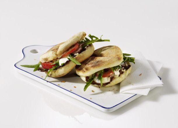Unser beliebtes Rezept für Toastie mit Roastbeef (Sandwich) und mehr als 55.000 weitere kostenlose Rezepte auf LECKER.de.