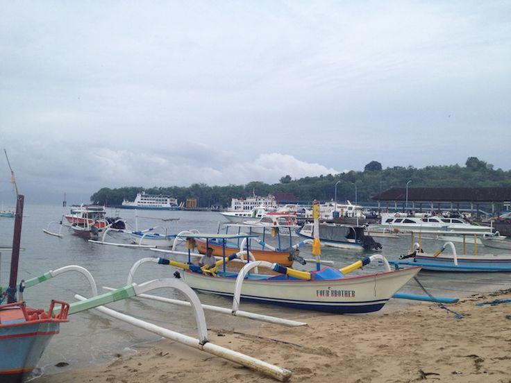 Бали. Патанг бей - залив со смешными лодками, похожими на водомерок
