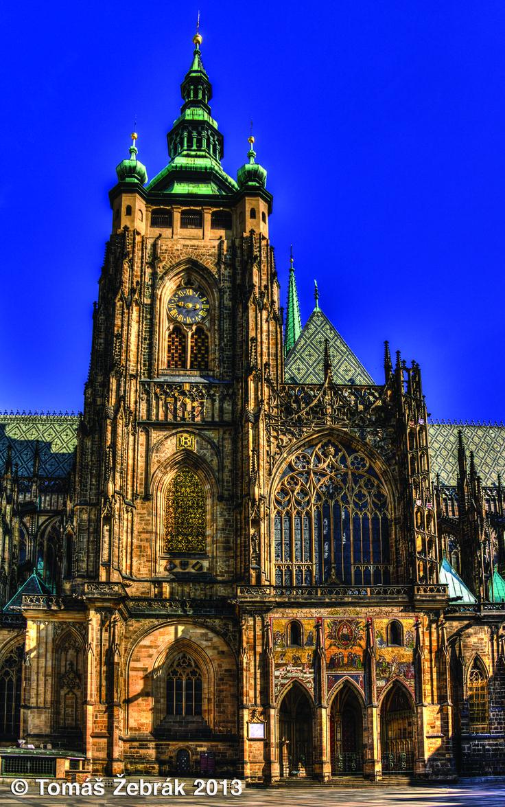 Chrám sv. Víta - svatovítský zvon Zikmund varuje Pražany před pohromami. Pozná se to tak, že jeho srdce pukne. A že se Zikmund nemýlil, dokazuje i to, že jeho srdce puklo v minulosti již mnohokrát.