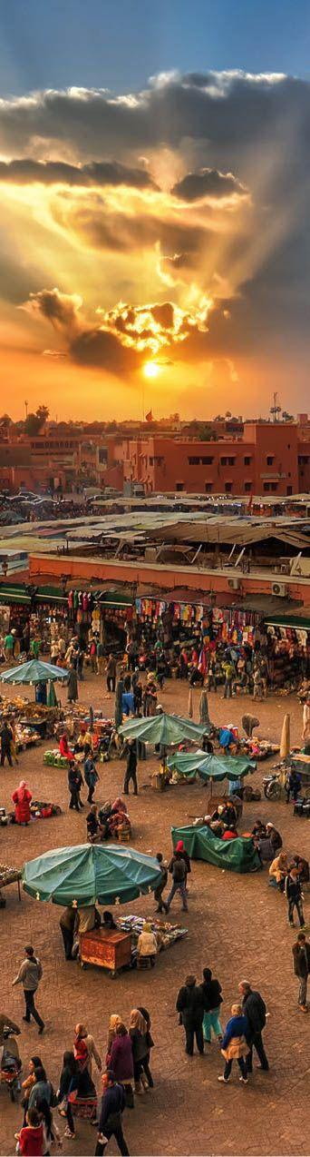 Marrakech Puesta de sol / La mezquita Koutoubia es la más importante de Marrakech y fue una de las mayores del mundo islámico cuando finalizó su construcción en 1158.