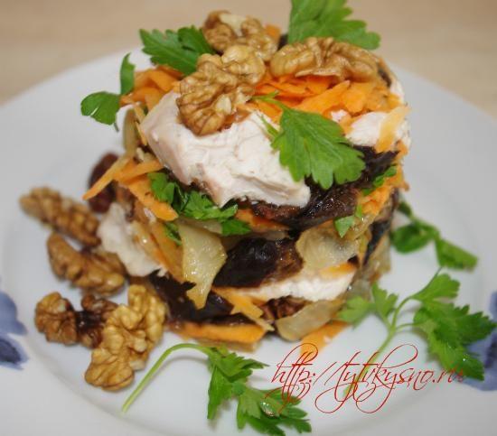 """вкусный салат Салат """"Неаполь"""" с курицей и орехами"""