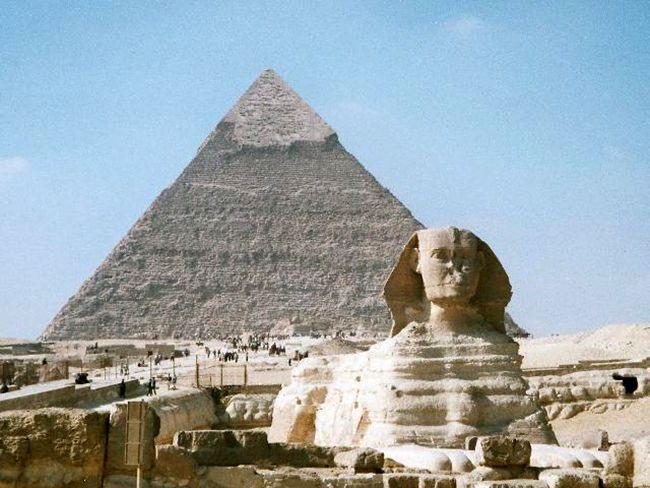 Cum au fost făcute piramidele din Egipt?   dezvaluiribiz.ro   Teoria potrivit căreia piramidele au fost construite plecându-se de la pietre sintetice revine în actualitate. Cercetătorii francezi şi americani susţin că unele secţiuni ale piramidelor egiptene au putut fi fabricate din pietre[...]