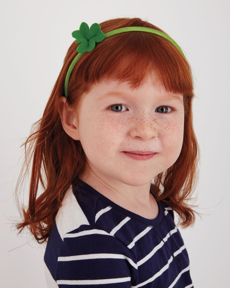 """St. Patrick's Day Crafts: On March 17, the """"wearing of the green"""" can be as simple as adding a cute clover accessory, especially for girls and boys. This quick DIY will get you in the St. Patrick's Day spirit and keep you looking great!"""