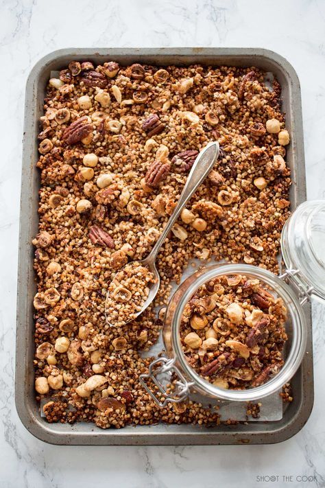 Gluten-free granola with buckwheat, hazelnuts, pecans and natural sweeteners! This homemade gluten-free granola is made in A Food, Good Food, Yummy Food, Yummy Yummy, Healthy Food, Muesli, Granola Sin Gluten, Korean Street Food, Korean Food