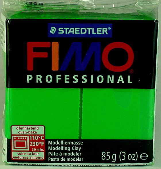 De nieuwe FIMO professional. Met verbeterde pigmenten zodat de klei kleurvast is en goed mengbaar. De klei is zeer flexibel en maatvast. 85 gram per pakje. Bij kleishop €2,70 Zie www.kleishop.nl
