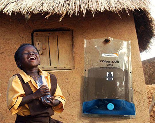 Het wordt hoog tijd dat ook ontwikkelingslanden over voldoende schoon drinkwater kunnen beschikken. Uitvinders, ontwerpers, ingenieurs en visionairs van over de hele wereld doen er alles aan om hier een mogelijkheid voor te vinden.