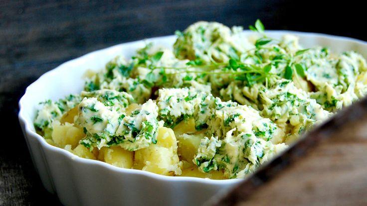 Smashed potatoes på färskpotatis med ört- och vitlökssmör!