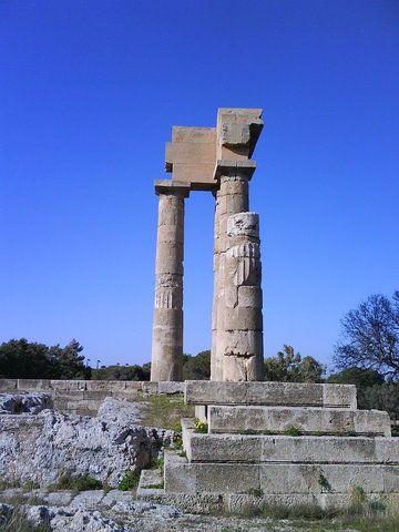 Ναός Απόλλωνα - Ρόδος  (ΦωτοGallery κοινότητας) #aegean #ancient #monument #Apollo #Temple #rocks #sky #blue #pintrplaces #place #Rhodes #island http://my.aegean.gr/gallery/Places/Greece/Rhodes/Hill-of-Monte-Smith_--_Naos-Apollona-1.JPG.html