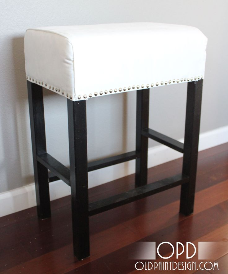 building plans to make this upholstered stool | Love this. I could see making it short, too, for an ottoman or a vanity stool.