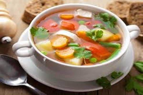 Így készíts zsírégető zöldséglevest, ami amellett hogy falja a kilókat még