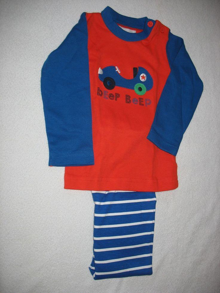 Pijama suedine azul suedine com aplicação de carrinho e calça listradas de azul e cinza. Uma fofura!!!! Tamanhos G de 6 a 12 meses GG de 12 a 18 meses
