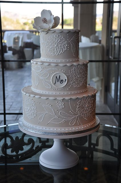So pretty!  Instead of flowers outlined on cake, think our monogram to look like lace...