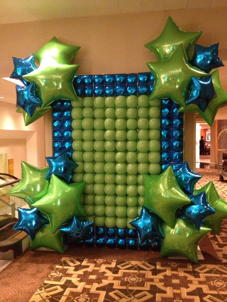 Foil and latex balloon wall balloons pinterest prom for Balloon decoration on wall
