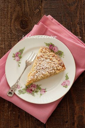 La Cuoca Dentro: Sbriciolata alle nocciole con ripieno di mele caramellate