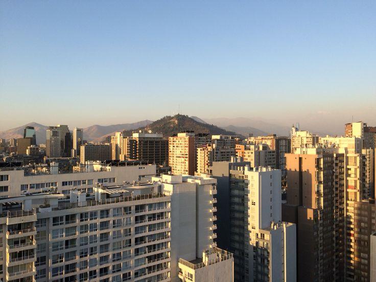 Vista al cerro Santa Lucía. Santiago.