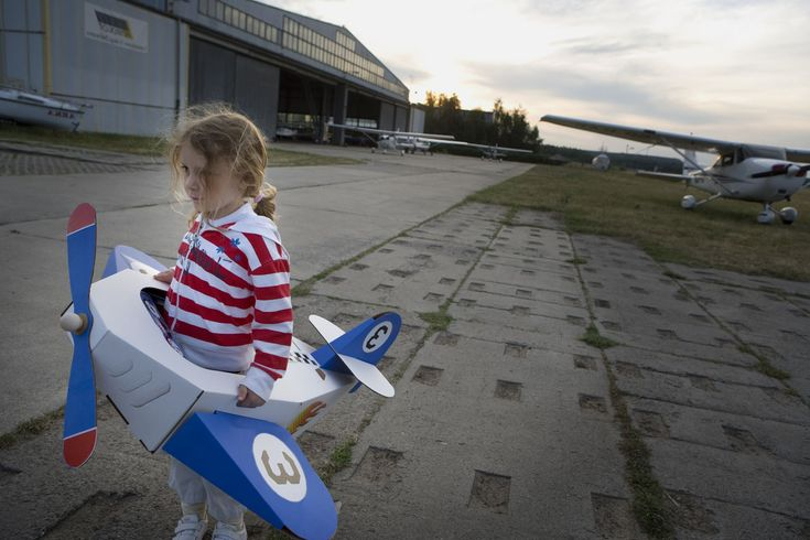 cardboard airplane for the little one's halloween costume. DIY inspiration.