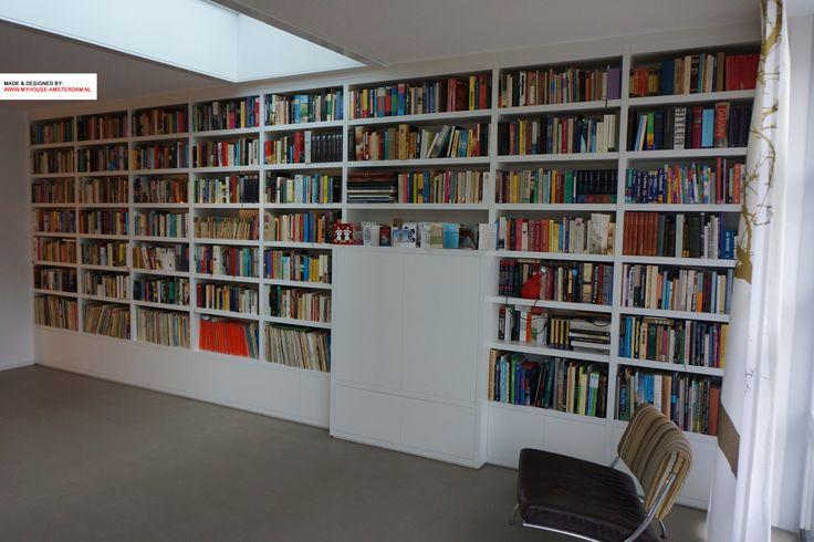 Modern designed bookcase - Moderne boekenkast en boekenwand ingebouwd en op maat ontworpen. www.myhouse-amsterdam.nl interior design Amsterdam