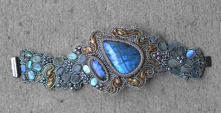 Incredible, INCREDIBLE beadwork by Kinga Nichols. I fainted. Ok, almost... it was a near thing!!!!!!!!