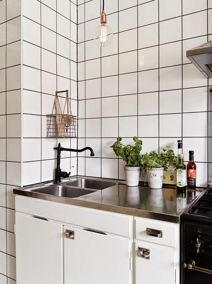 Monochrome and cognac in a vintage inspired apartment. Stadshem.