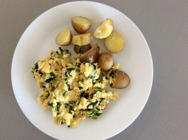 Míchaná vejce s medvědím česnekem, brambory