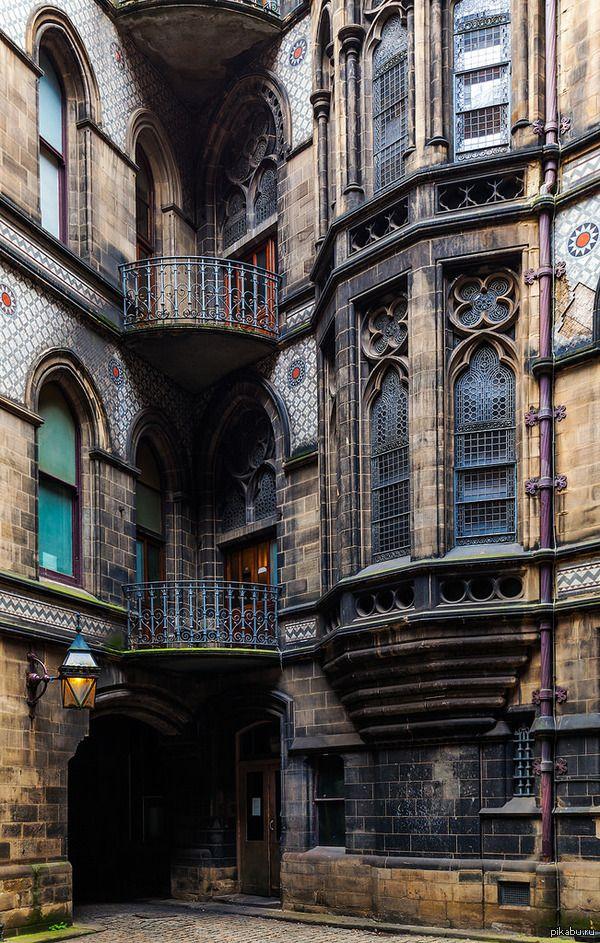 """Какой замечательный дворик! Напомнило питерские """"колодцы"""", там тоже можно было бы сделать красиво Манчестер, Великобритания двор, Манчестер, Англия, дом"""