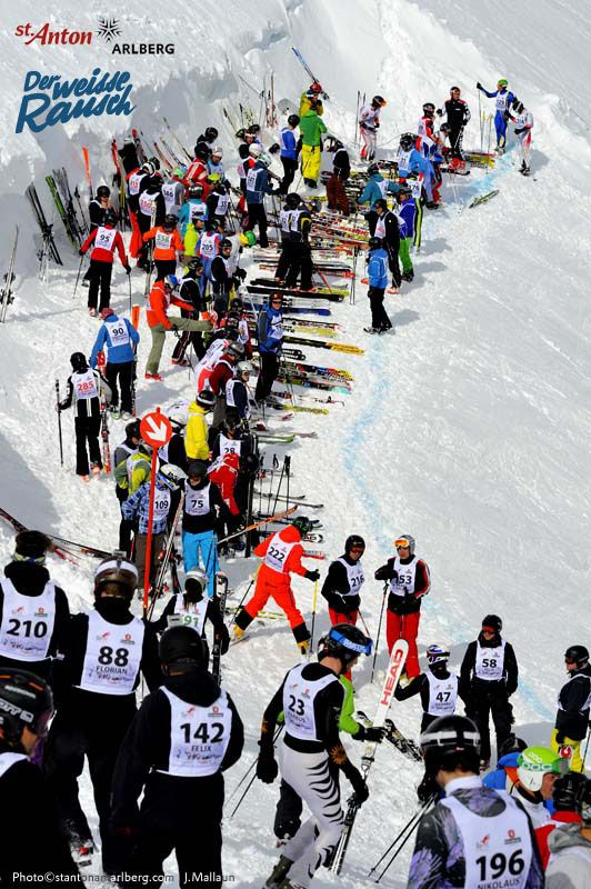 "The ""White Thrill"" – the cult ski race in St. Anton am Arlberg. At 5 pm 555 skiers, snowboarders and telemark skiers assemble on the Valluga Ridge for the mass start. 