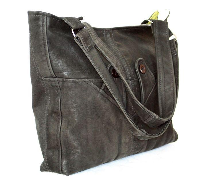 En sort lækker taske syet af en læderfrakke / bag made of a leather jacket ☺